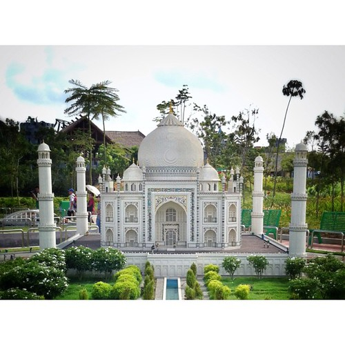 Name this structure! ... a masterpiece both in real life and in LEGO! #legofun #legoland #Malaysia