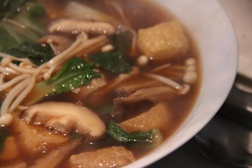 miso, mushroom, tofu & pak choy soup