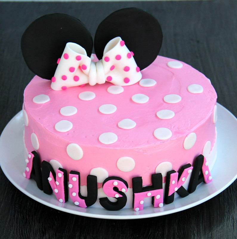 Cake Decorating Ideas Minnie Mouse : Tasty Treats: The Minnie Mouse Party - Cakes, Decorations and Games