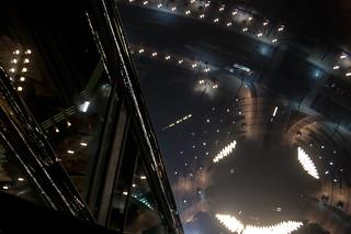 Vue plongeante le long de la Burj Khalifa Tower