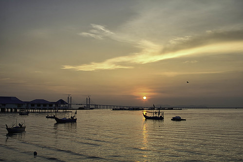 Sunrise at Teluk Tempoyak by andruphotography