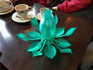 Une fleur mécanique articulée signée Emmanuel Gilloz