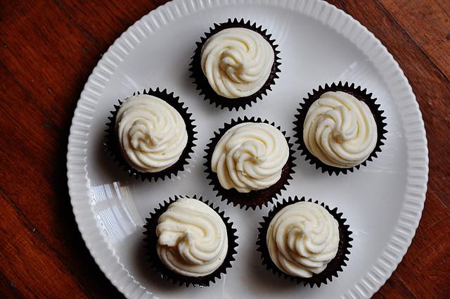 red velvet cupcakes 2
