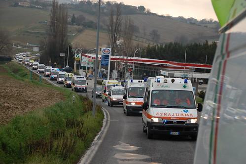 Marche - la protesta delle ambulanze