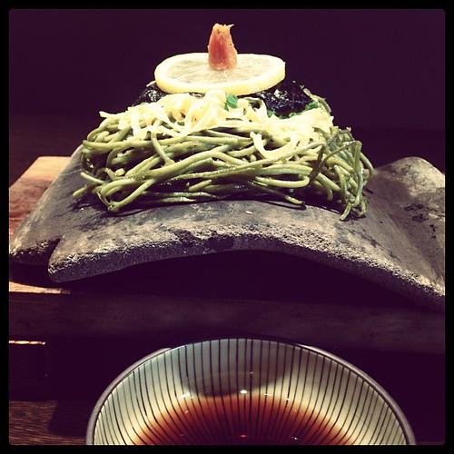 d design travel YAMAGUCHI 刊行記念イベント@ヒカリエで見た山口の郷土料理「瓦そば」食べに来た。この「たかせ」のが一番良いらしく、ただ本店のある川棚温泉は行くのが厳しい…門司港にも店舗あったけど県違うしそれじゃ気分盛り上がらない…とこちらへ。ほんとに瓦だ!カリカリの麺が美味しかったよ。