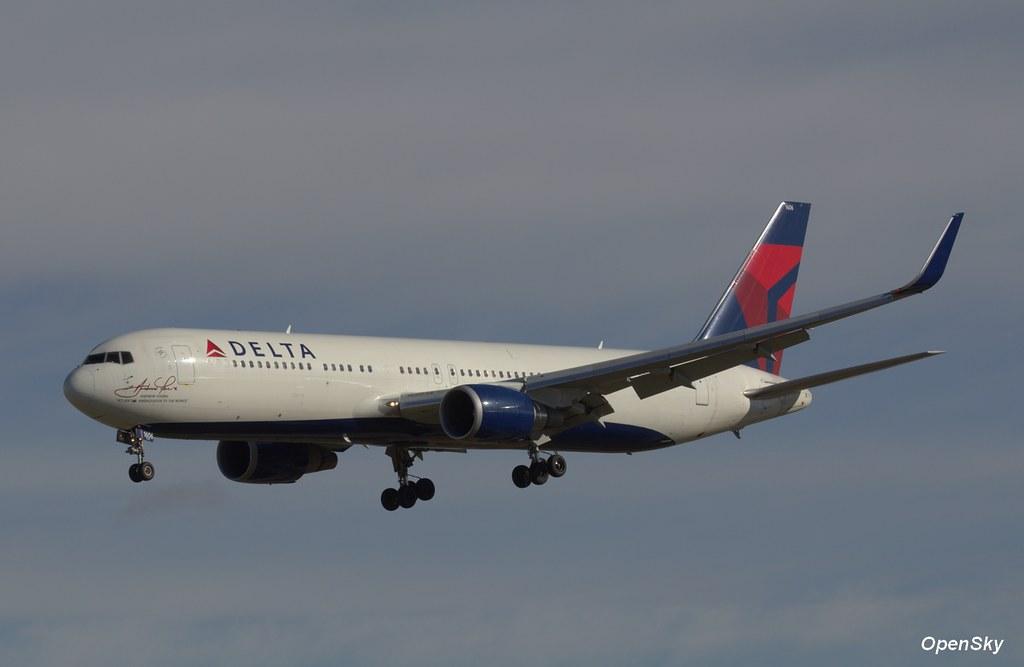 Delta Air Lines Boeing 767-332(ER)(WL) N16065 (cn 30199)