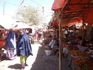 Mercado no centro de Harseisa na Somalilândia