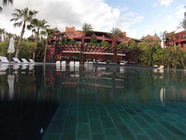 Piscina estilo Tailandesa, climatizada todo el año y con jacuzzi ... asia gardens benidorm, #experiencia en el paraiso - 8556136602 aa338da530 z - Asia Gardens Benidorm, #experiencia en el paraiso