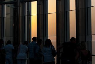 """Visiteurs à la plateforme d'observation """"At The Top"""" de la Burj Khalifa Tower"""