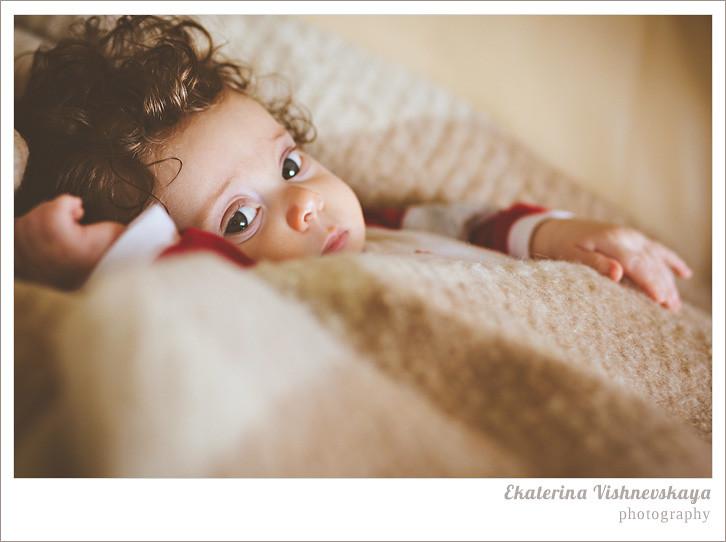 фотограф Екатерина Вишневская, хороший детский фотограф, семейный фотограф, домашняя съемка, студийная фотосессия, детская съемка, малыш, ребенок, съемка детей, сон, ребёнок спит, кудри, кудряшки, фотограф москва