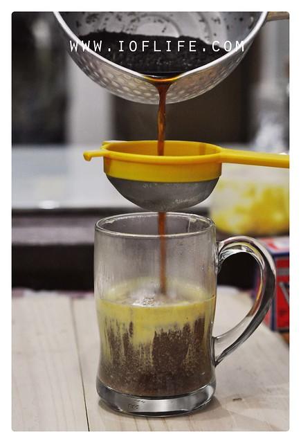 menyaring teh