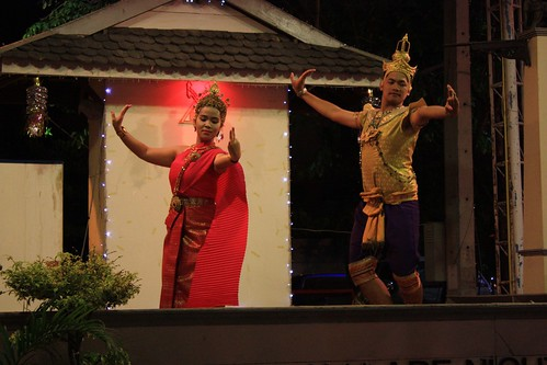 traditional Thai dance (and dress)