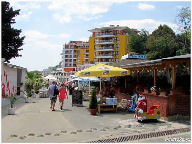 Несебр. Рестораны у городского пляжа.