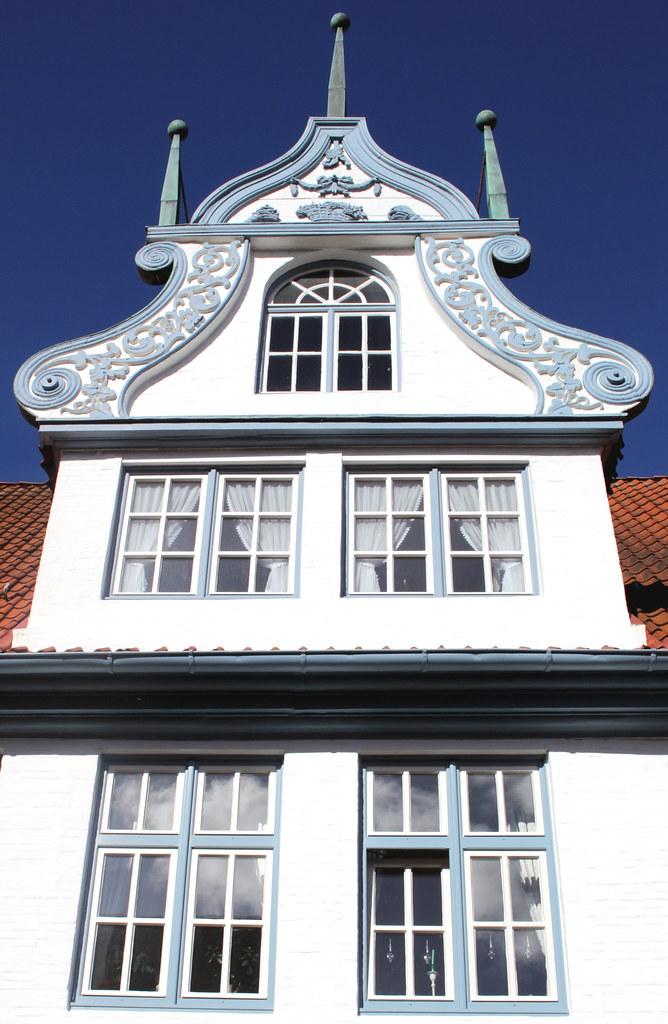 Haus mit drei Türmen