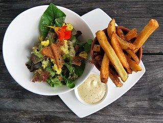 Bon - Appetit : Home-Made French Fries Salad and mustard Mayonnaise / Eet Smakelijk : Huisgemaakte Frites, Salade en Mosterdmayonaise