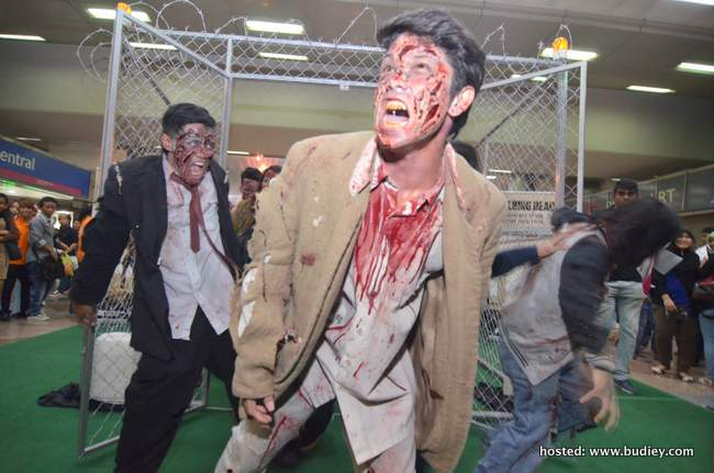 Zombies out of the cage #4