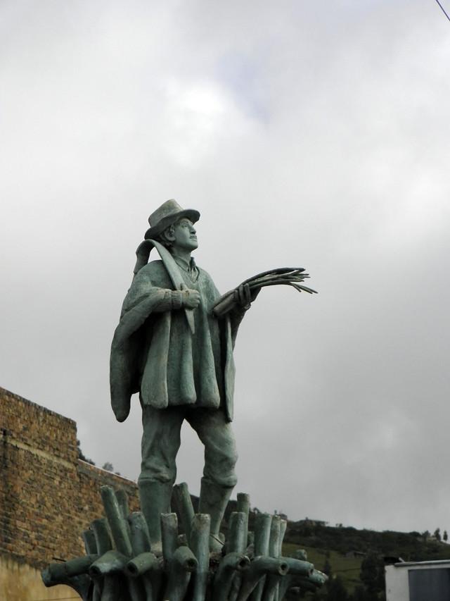 Monumento a la cebolla larga (Luis Alveart)