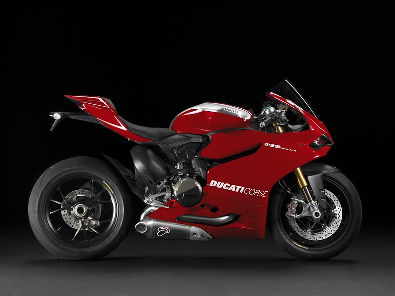 2013-ducati-1199-panigale-r-official-pictures-photo-gallery_3