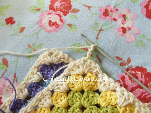 Crochet tutorial: joining granny squares 5