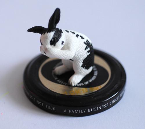 Standing bunny lid