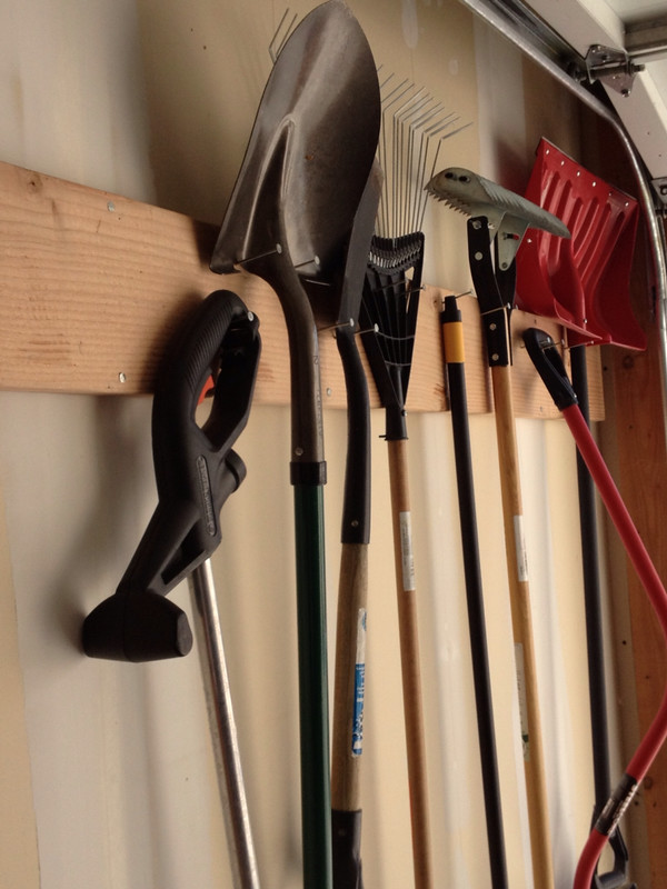 ideas-for-hanging-up-tools-in-garage