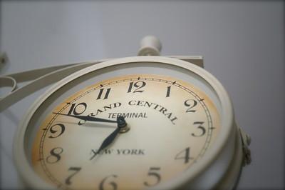 Tick-tack, Tick-tack: die Zeit läuft und wir hinterher (Bild: Dominik Heggemann/ pixelio.de)