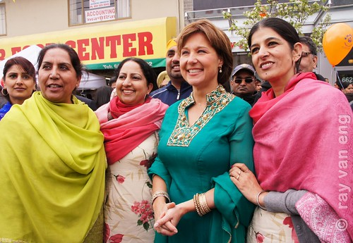 AC Premier Christy Clark celebrato Vaisakhi Day 2103 e ha introdotto i candidati liberali in Sud evento asiatico da BC Elezione 2013 Main & 50th Ave. a Vancouver Sud