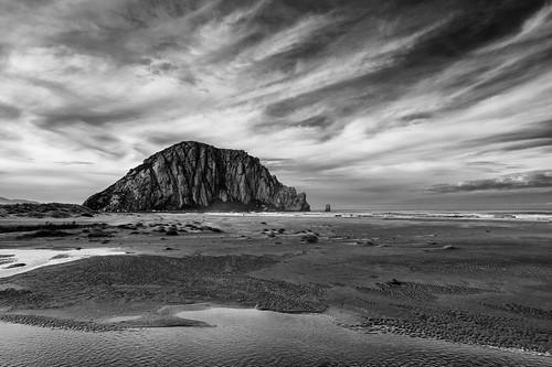 california road trip sea bw usa beach rock clouds strand silver bay nikon meer wasser day pacific cloudy wolken schwarzweiss stein morro vulcano kalifornien vulkan pazifik ozean efex d800e