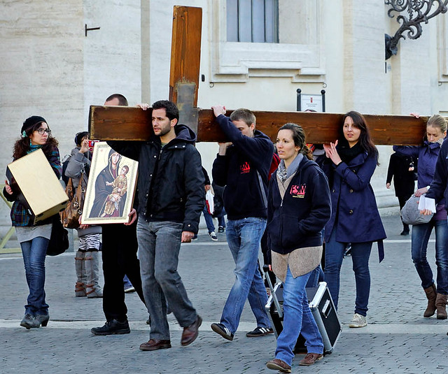 a-vatican-cross-youth-rome-2013-02-15