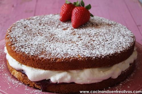 Victoria Sponge Cake www.cocinandoentreolivos (24)