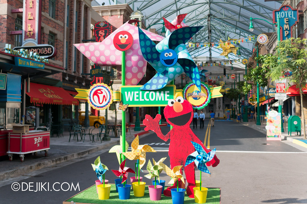 Sesame Street Character Breakfast at Universal Studios Singapore - Carnival Welcome