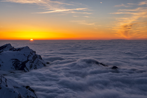 schnee light sunset orange sun mist mountain snow cold berg misty fog clouds last schweiz switzerland licht nikon sonnenuntergang nebel suisse wolken berge mount pilatus kalt sonne hitech nebelmeer visipix d800e