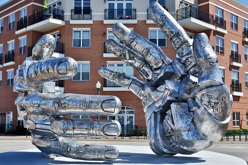 sculpture virginia artwork handshake citycenter newportnews gunterstilling thimbleshoalsboulevard