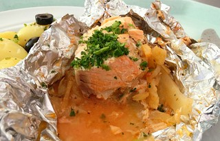 Lachs aus der Folie mit Fencheltomaten / Salmon from foil with fennel tomatoes
