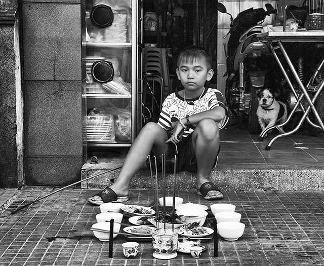 Saigon. Offrandes aux ancêtres à l'occasion du Têt. ON EXPLORE!