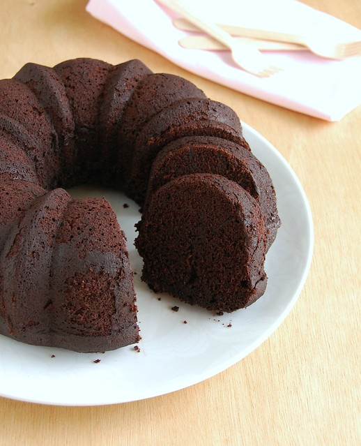 Chocolate whiskey Bundt cake / Bolo de chocolate e whiskey