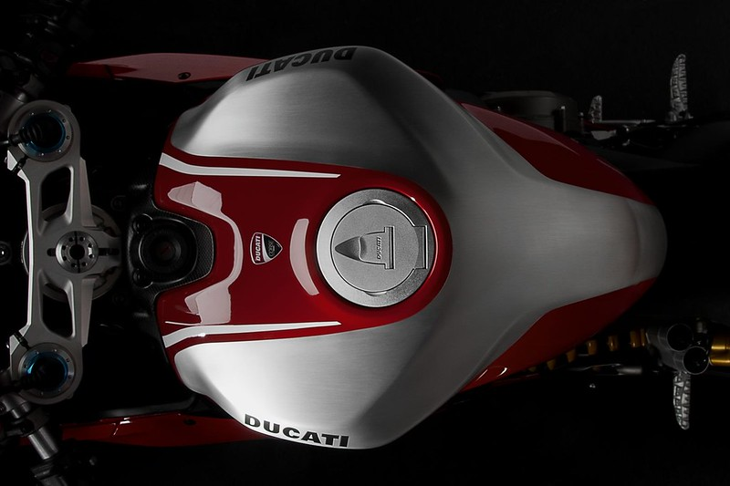 2013-ducati-1199-panigale-r-official-pictures-photo-gallery_4
