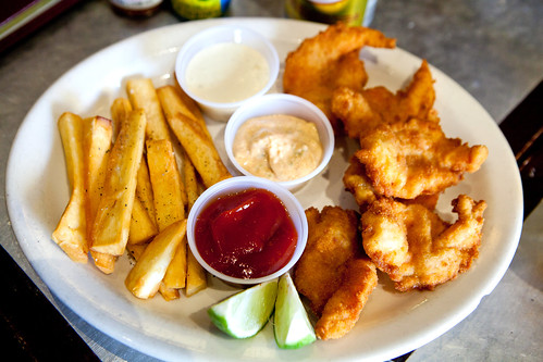Sampler of fried shrimp (camarones al ajillo) and yucca fries