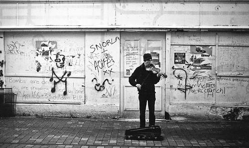 film galway graffiti 4 busker ilford om2n zuiko50mm1