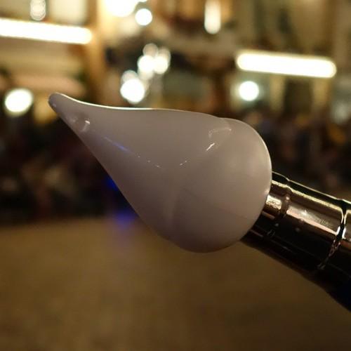 その筋にはたまらないペンの先の裏。ここから魔法がでるわけですね。