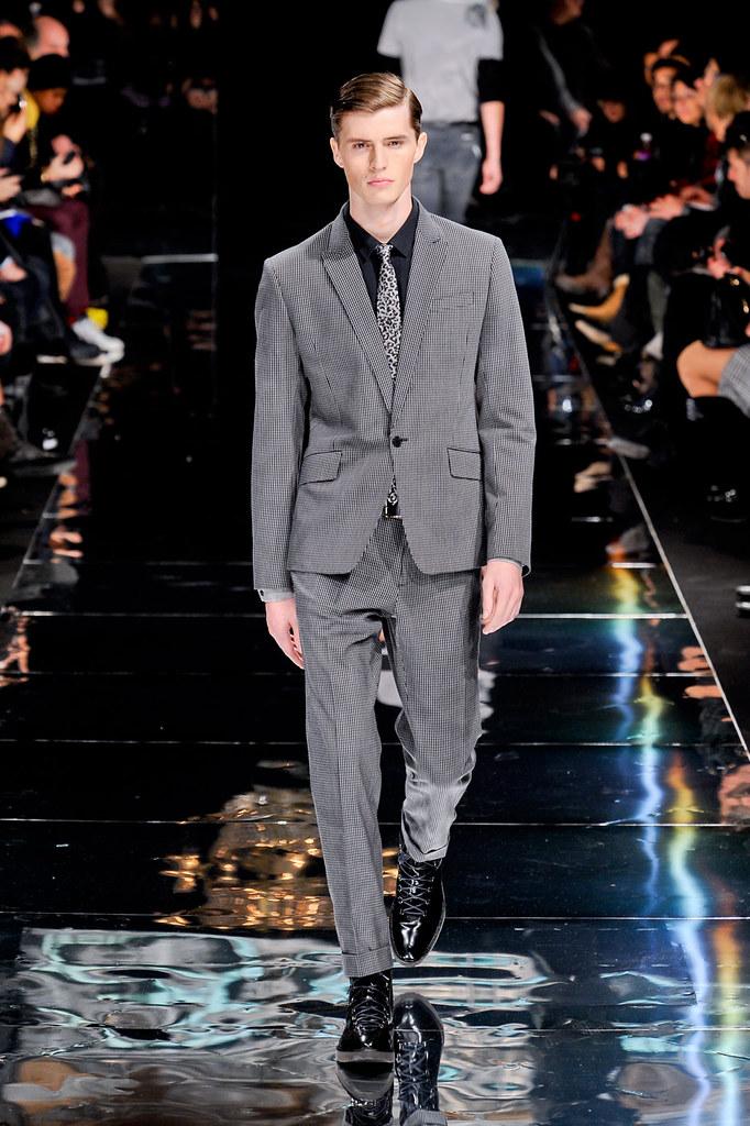 Taylor Cowan3009_1_FW12 Paris Bill Tornade(fashionising.com)