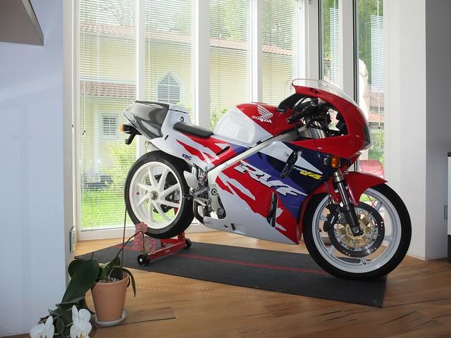duc forum weitere motorradthemen motorrad in der wohnung berwintern. Black Bedroom Furniture Sets. Home Design Ideas