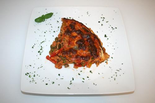 42 - Paprika-Ajvar-Quiche - Serviert / Bell pepper ajvar tarte - served