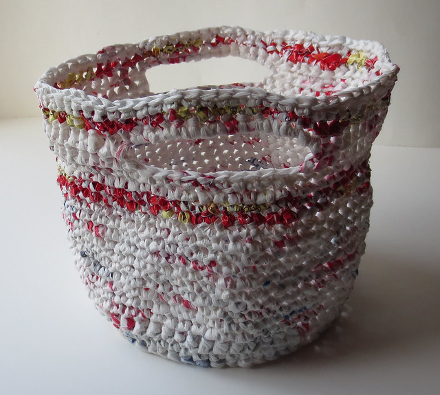 Free Crochet Patterns Plarn Bags : Recycled Plastic Bag Baskets My Recycled Bags.com