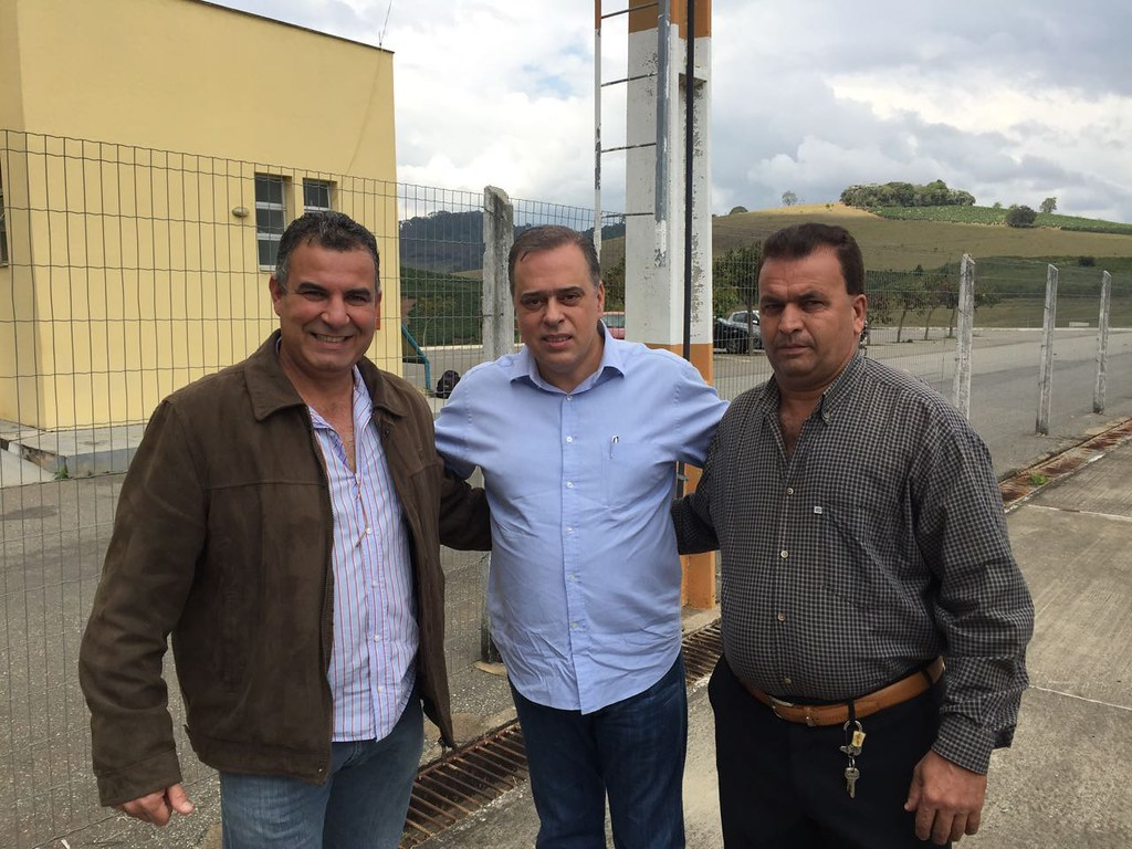 21 07 2016 - Manhuaçu - Paulo Abi-Ackel com o presidente do PSDB em Matipó, Valtinho