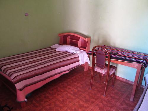 Lac Titicaca: notre chambre sur l'île d'Amantani. Le lit est dur, trèèès dur ! ;)