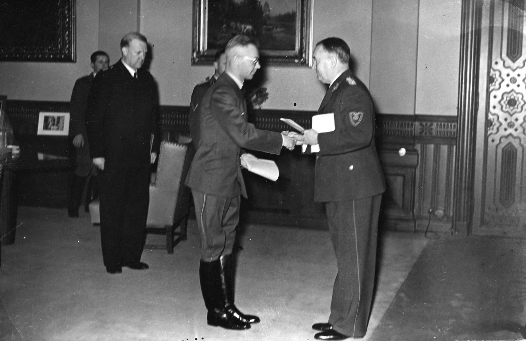 Reichskommissar Terboven mottar de kommissariske statsråder i Stortinget.