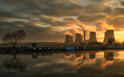 longexposure sunrise reflections dawn steam sigma1020mm narrowboats neutraldensityfilter riversoar ratcliffepowerstation nikond90 hoyand400
