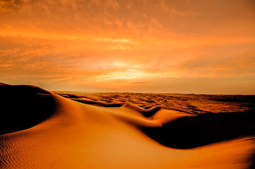 sunset sky gold golden march sand nikon desert uae lightroom 2013 d700 andykobel qaseralsarab