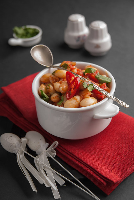 beans with hot tomato sauce_